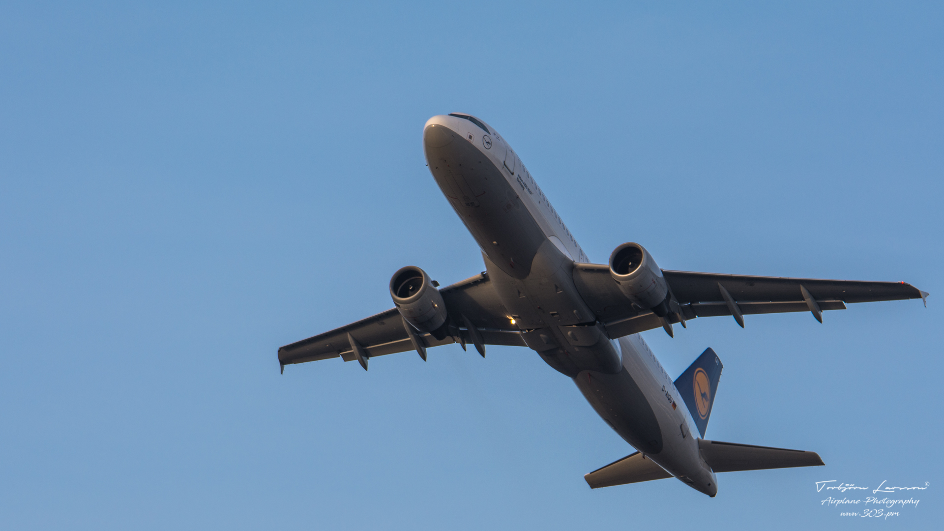 ACE_7074-Airbus A320-211 - Lufthansa D-AIQU