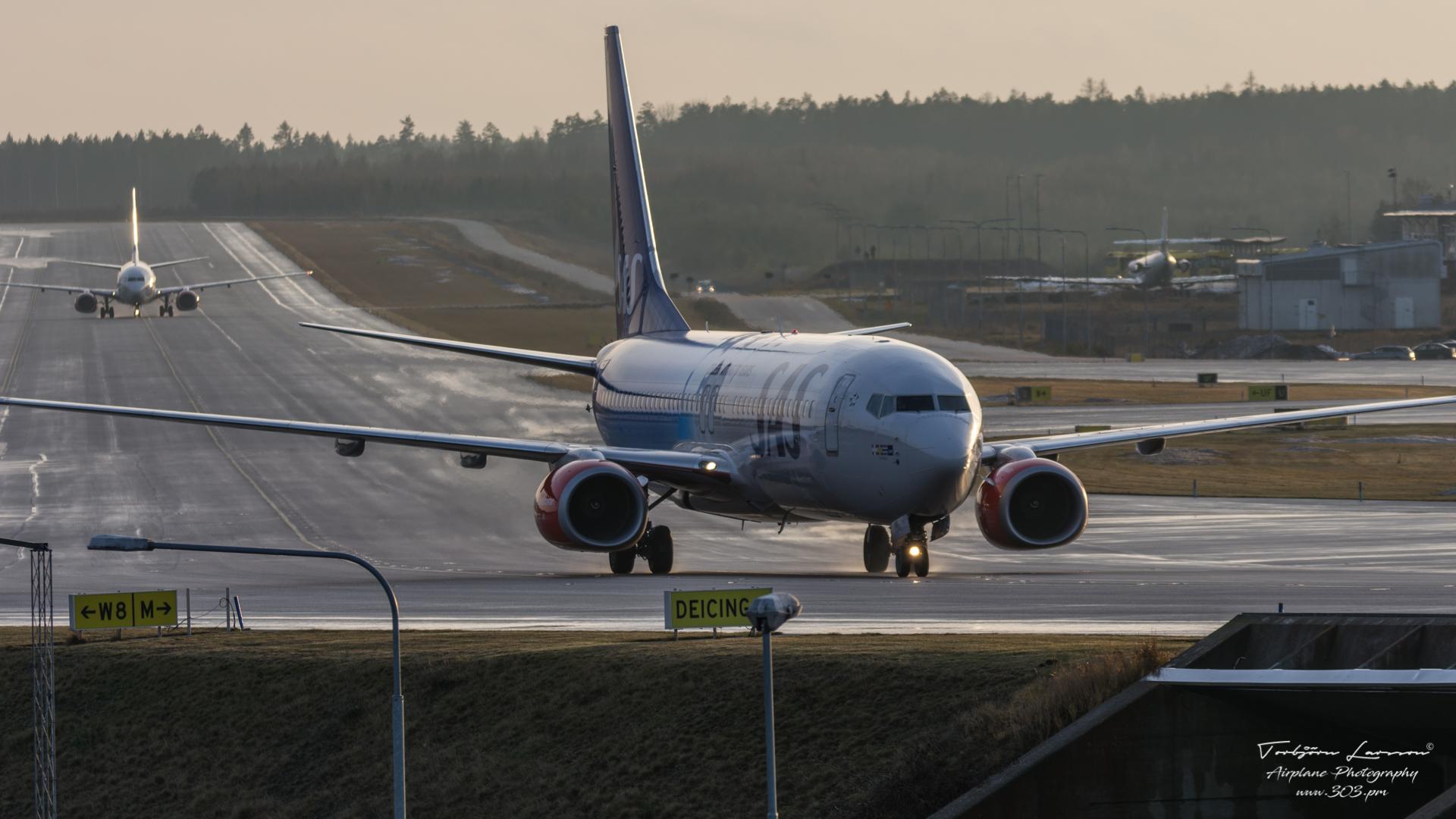 ACE_7305-Boeing 737-883 - SAS LN-RGI