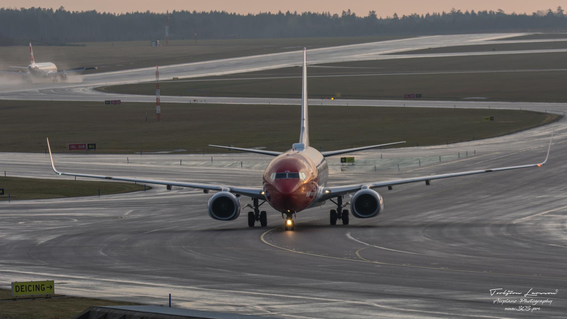 ACE_7552-Boeing 737-8JP - Norwegian LN-DYB & Airbus A320-214 - Swiss Air HB-IJQ