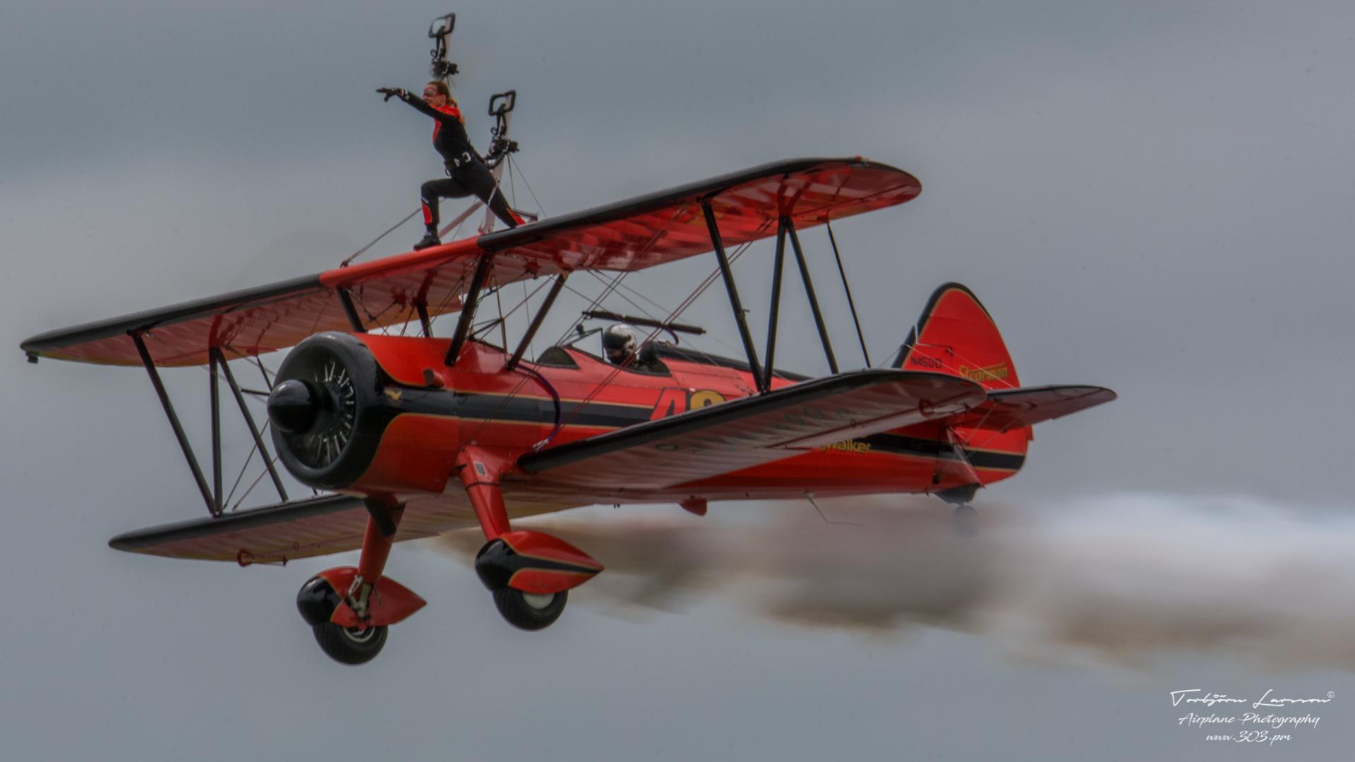 Boeing Stearman - Wingwalker Danielle Hughes