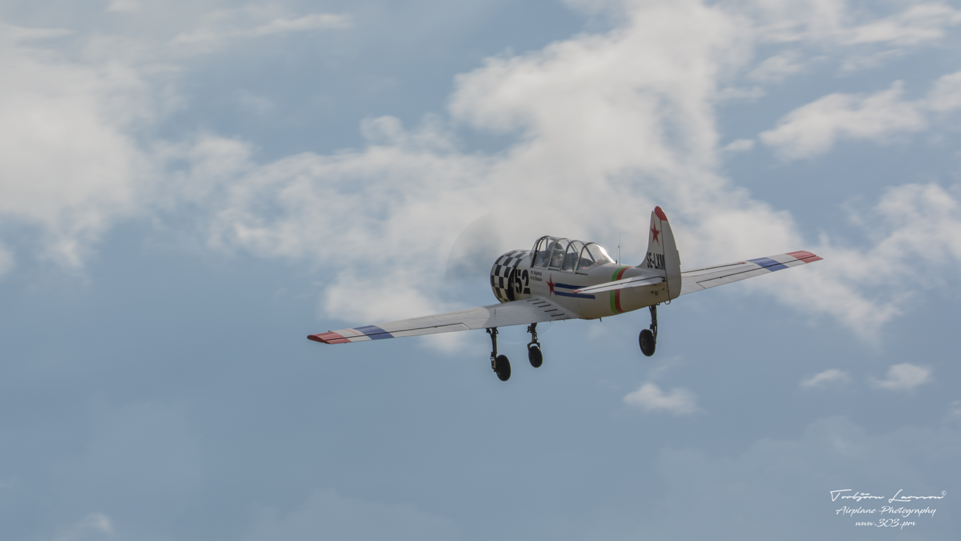 TBE_4214-Yak-52 (SE-LXM)