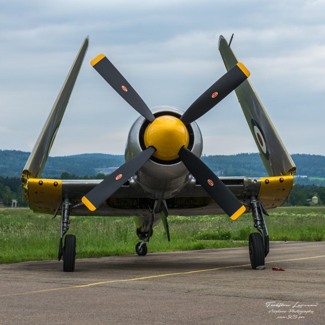 Hawker-Sea-Fury-T.20-WG665-G-CHFP-ACE_1800