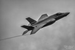 Lockheed-Martin-F-35-aLightning-II-TBE_7372-bw