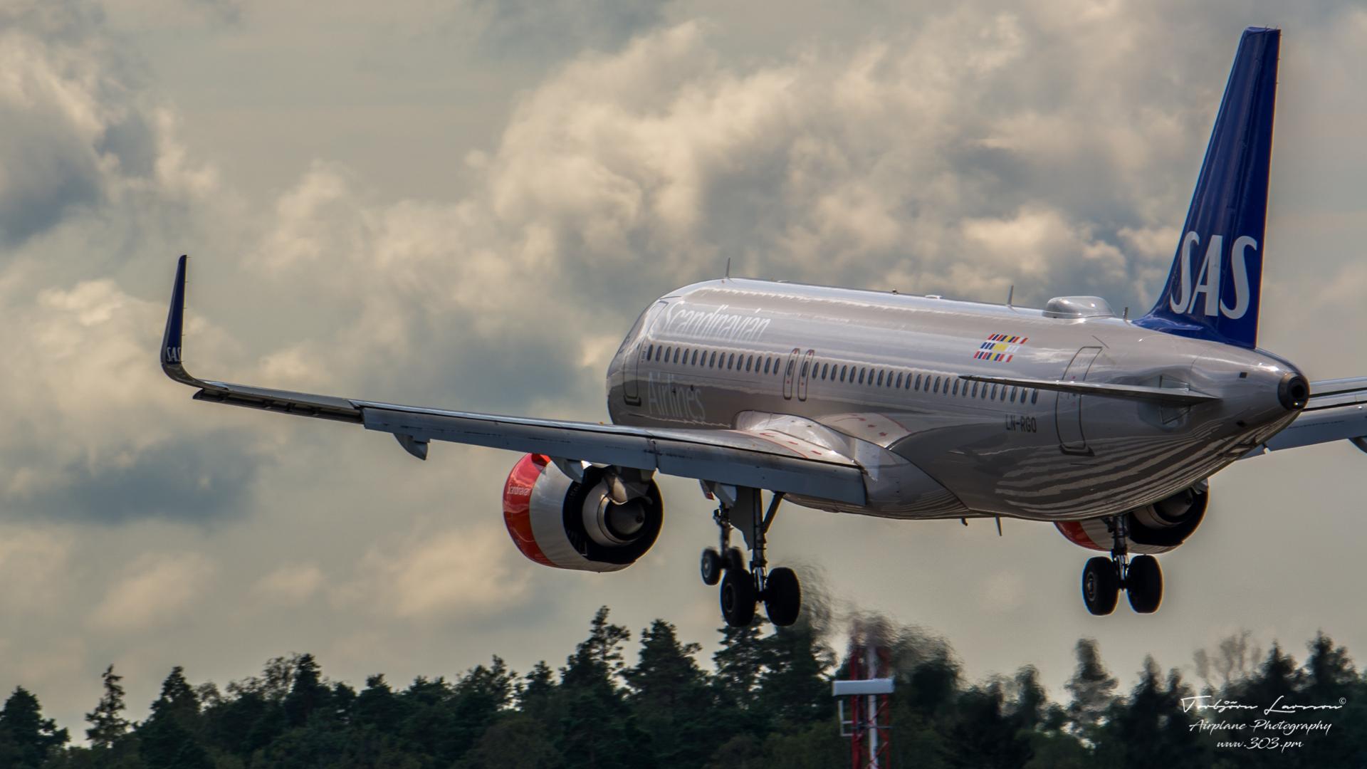 Airbus-A320-251NSL-SAS-Scandinavian-Airlines-LN-RGO-TBE_8386