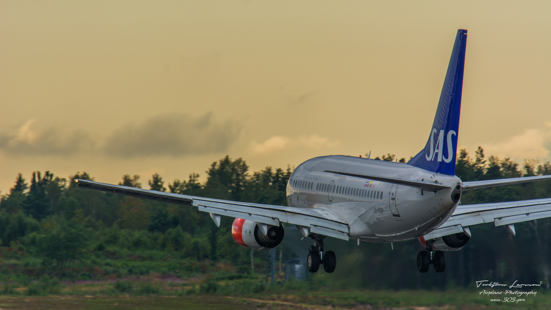 Boeing-737-783-SAS-Scandinavian-Airlines-LN-RRP-TBE_8562