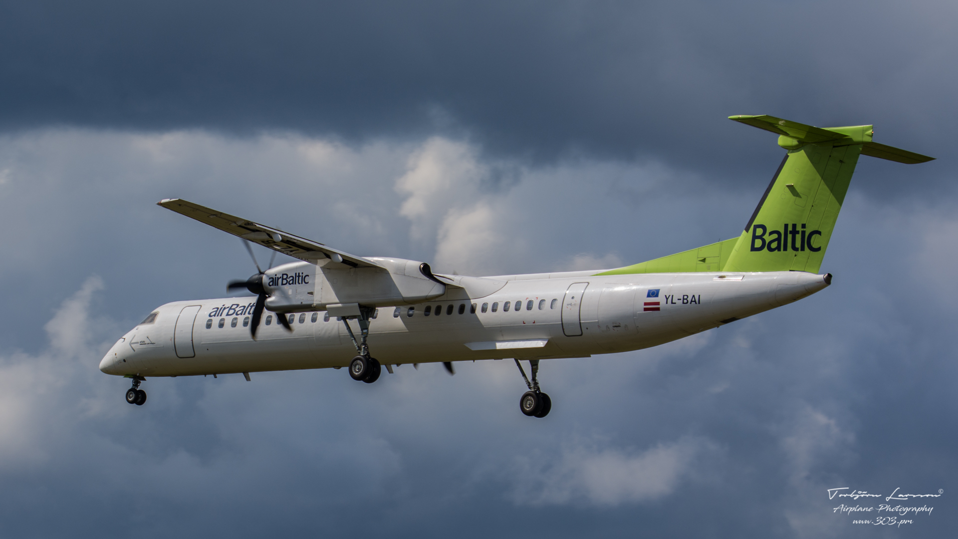 Bombardier-DHC-8-Q-402NG-airBaltic-YL-BAI-TBE_8280