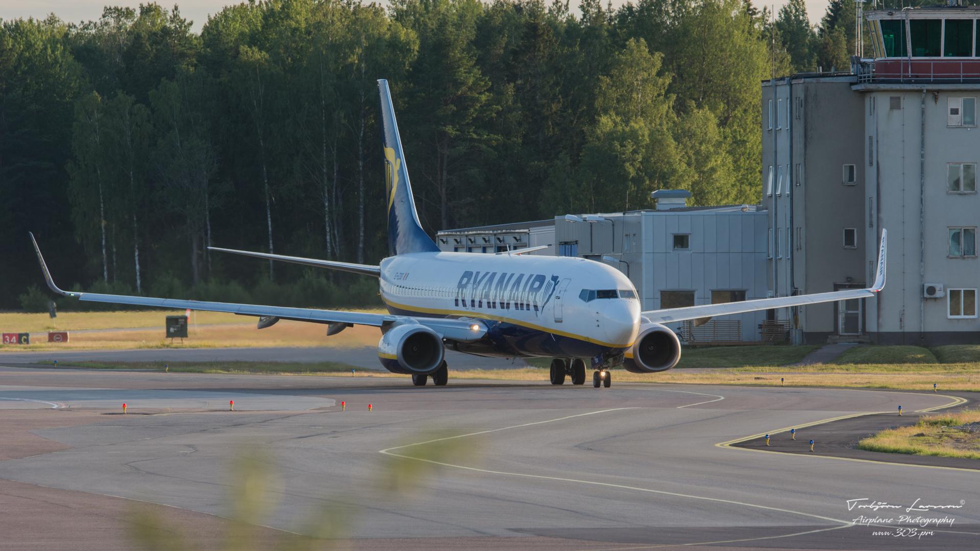 Boeing-737-8AS-Ryanair-EI-ESS-TBE_7779