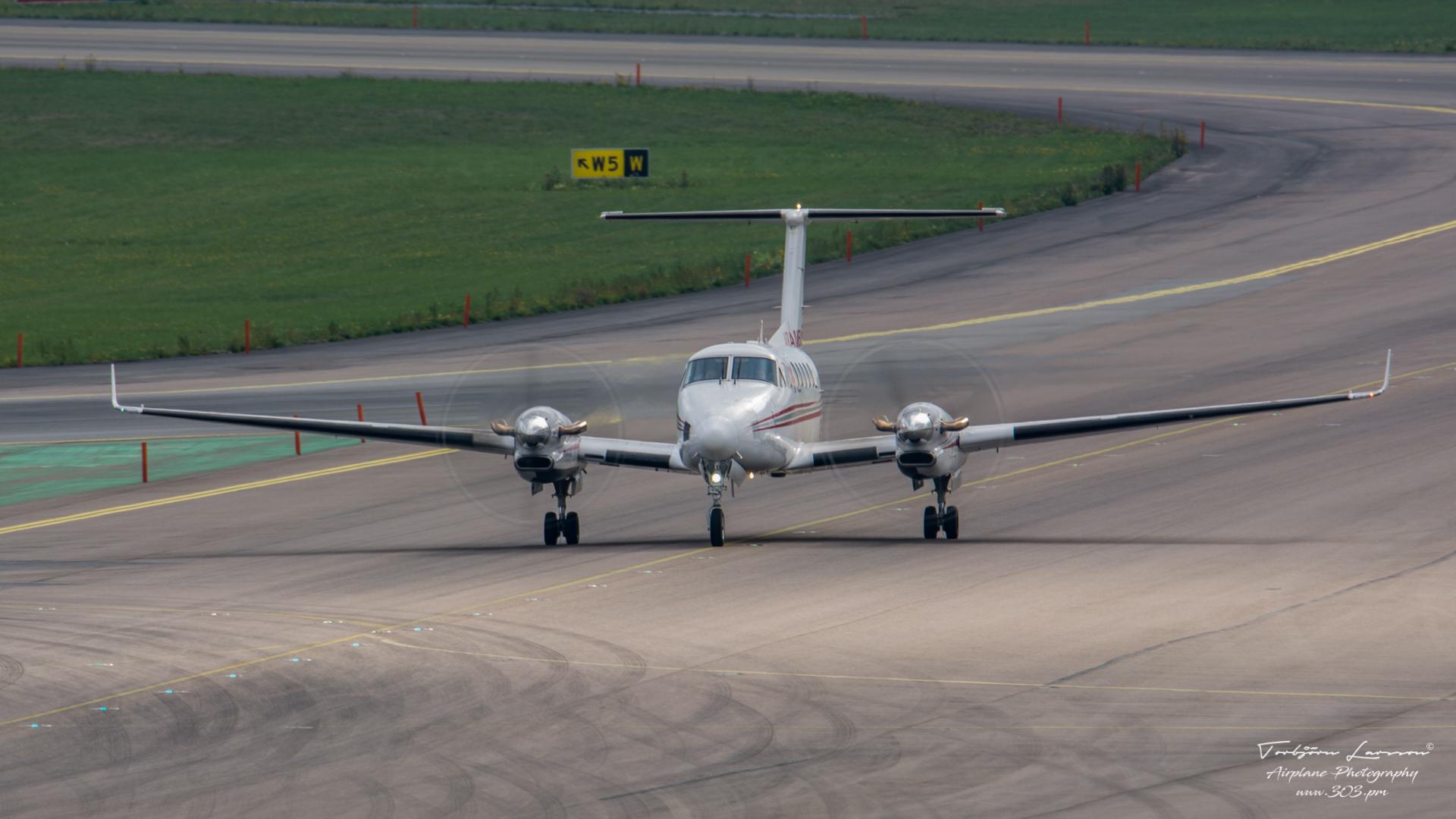 Beech King Air 300 - Air Ambulance - SE-KOL - TBE_2005